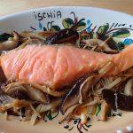 日持ちする簡単常備菜レシピ。きのこと鮭のアヒージョ