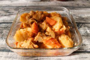 肉の簡単常備菜レシピ。トマト味噌肉じゃが