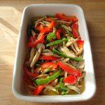 人気の日持ちする簡単常備菜レシピ。きのことピーマンのマリネ