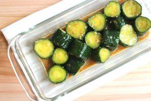 人気の簡単常備菜レシピ。やみつききゅうりのごまだれ(中華風漬物)