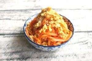 レンジで簡単お弁当の常備菜レシピ。にんじんしりしり(ツナたまご和え)