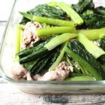 下味冷凍できるスピードおかず。豚肉と小松菜のコクうま塩いため