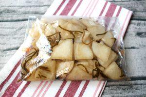 日持ちする常備菜。大根の塩こんぶ漬け