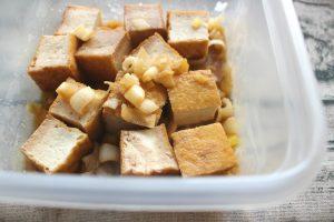 人気の簡単常備菜レシピ。あつあげとネギのバターポン酢