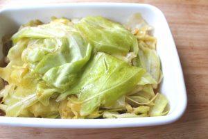 人気の簡単常備菜レシピ。やみつき無限ちぎりキャベツ