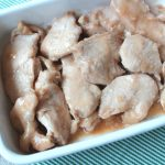 人気お肉の常備菜レシピ。レンジでしっとりやわらか。ムネ肉の醤油マヨネーズ