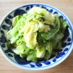 人気の簡単常備菜レシピ。やみつきうま塩キャベツ。ちぎりキャベツのナムルの作り方。
