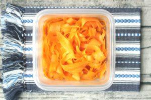 人気の日持ちするにんじんの常備菜レシピ。キャロットラペの作り方