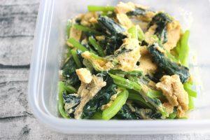 人気のお弁当の常備菜レシピ。レンジで小松菜と卵の中華風いため