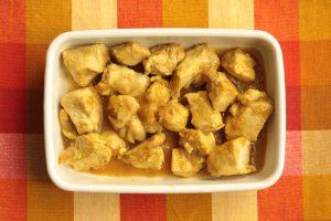 人気の簡単常備菜レシピ。鶏ムネ肉のおろし玉ねぎカレーソース
