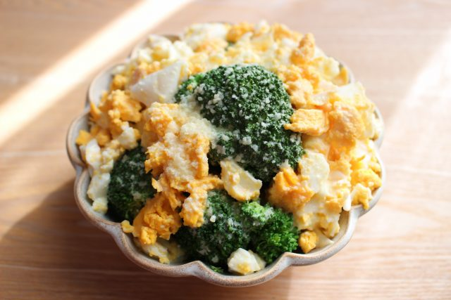 簡単常備菜。ブロッコリーのミモザサラダのレシピ。シーザー ...