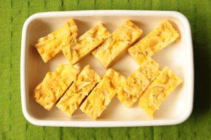 人気の簡単常備菜レシピ。子供が喜ぶキャベツのオムレツの作り方