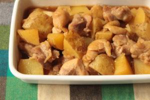 人気の簡単作り置き常備菜。鶏じゃがの作り方。無水レシピ。