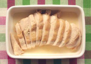 人気のレンジで簡単作り置きレシピ。塩鶏チャーシューの作り方。