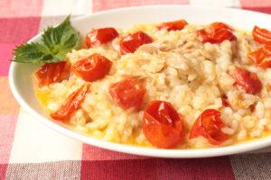 レンジで簡単!人気のツナトマトリゾットのレシピ。