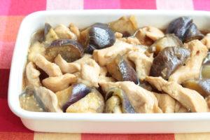 人気の鶏ムネ肉となすのやわらか酢鶏のレシピ