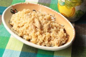 南イタリアの田舎風。人気のツナのリゾットのレシピ。チーズ無しの生米で簡単作り方。