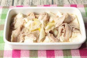 人気の塩肉豆腐の絶品レシピ。鶏ガラと豚肉で簡単作り方。