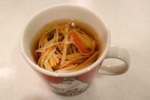 マグカップにお湯を注ぐだけで作れる絶品はるさめスープの簡単作り方。
