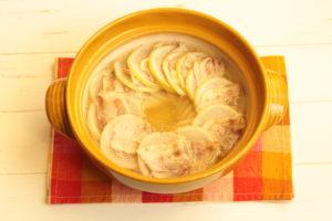 大根の大量消費におすすめレシピ。人気の豚バラ大根のうま塩ミルフィーユ鍋の作り方。