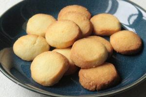 材料3つでトースターで3分!基本のバタークッキーのレシピ。ポリ袋で簡単作り方。