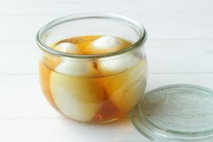 人気の作り置き常備菜。だしがきいてる半熟煮卵(味玉)のレシピ。白だしと酢で味つけ簡単作り方。