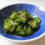 ぱりぱり食感がやみつき!薄切りきゅうりの塩昆布ナムルのレシピ。大量消費にもおすすめ。