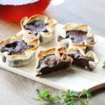 バレンタインにおすすめ。餃子の皮でトースターで簡単!材料5つ。チョコエッグタルトの作り方。