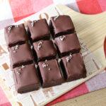 バレンタインにおすすめ!レンジだけで作れる最高に簡単なチョココーティングケーキのレシピ。