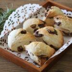 人気のザクザクチョコスコーンの超簡単レシピ。バターなし!薄力粉でトースターでラクな作り方。