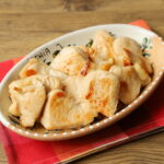 人気の鶏むね肉がやわらかくなる下味冷凍の作り置き。うましおごま油漬けのレシピ。