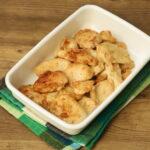人気の鶏むね肉がやわらかくなる下味冷凍の作り置きおかず。むね肉しっとりたれマヨ焼き