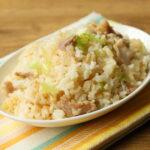レンジで秒速!パラパラ豚バラチャーハンの超簡単な作り方。卵なしのレシピ。