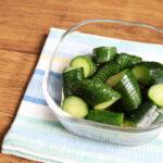 定番!基本のきゅうりの酢の物の簡単レシピ。割りばしで切り方ラクな作り方。